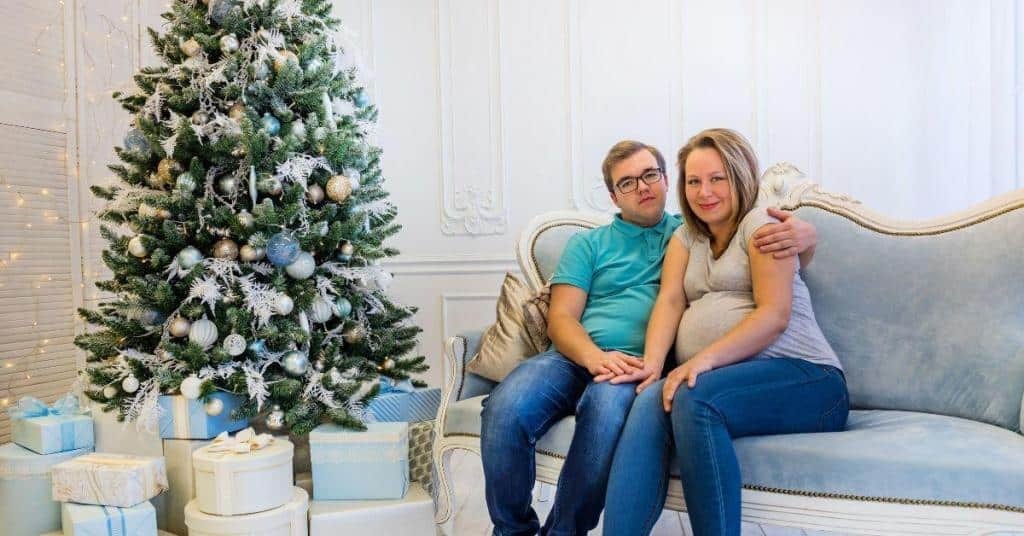 Christmas maternity photo shoot ideas at home