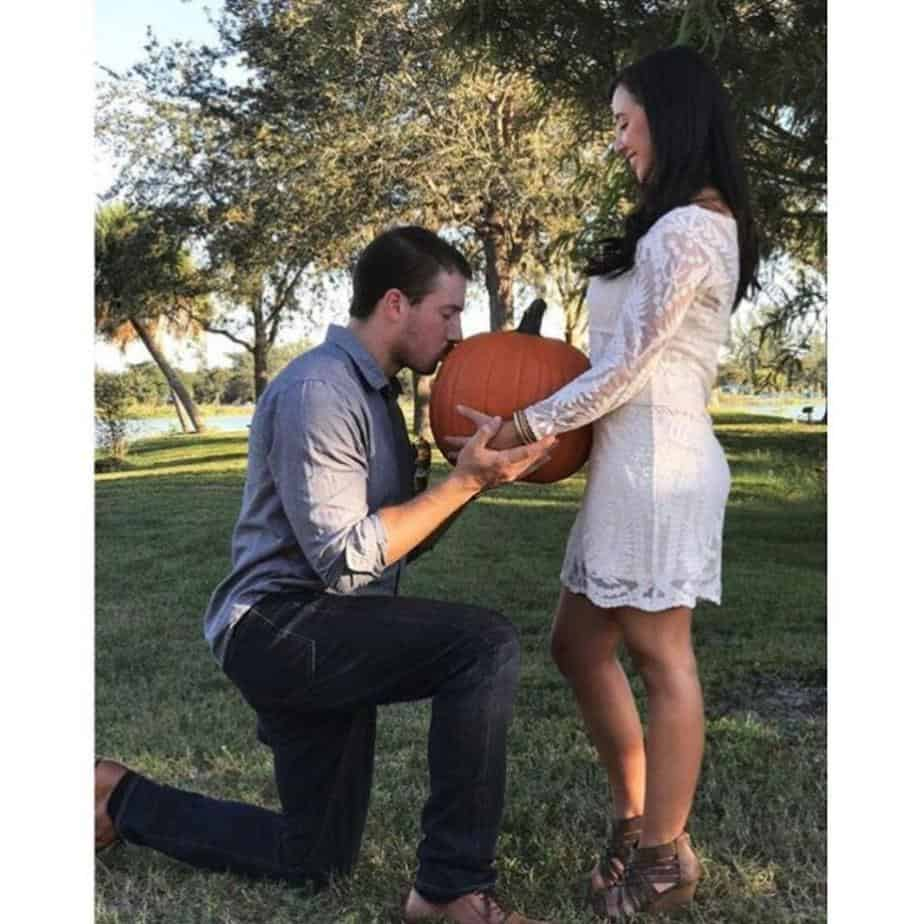 announcing your pregnancy in the fall with a pumpkin photo shoot